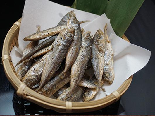酥炸一口竹筴魚